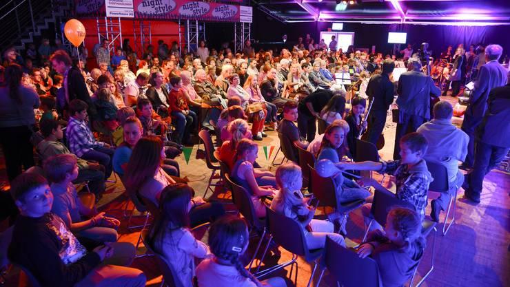 Viele waren gekommen, um sich die Verleihung anzusehen.
