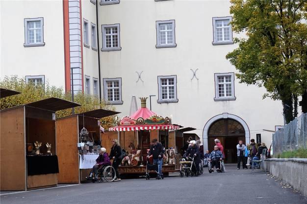 Zu den Ständen zwischen alter Pflegi und Löwen gehörte auch ein Karussell.