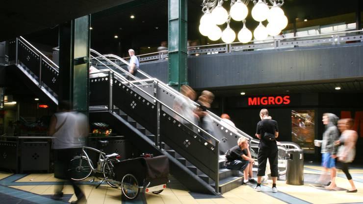 City-Märt Aarau: Typische Szene über Mittag in der Mall. (Peter Siegrist)