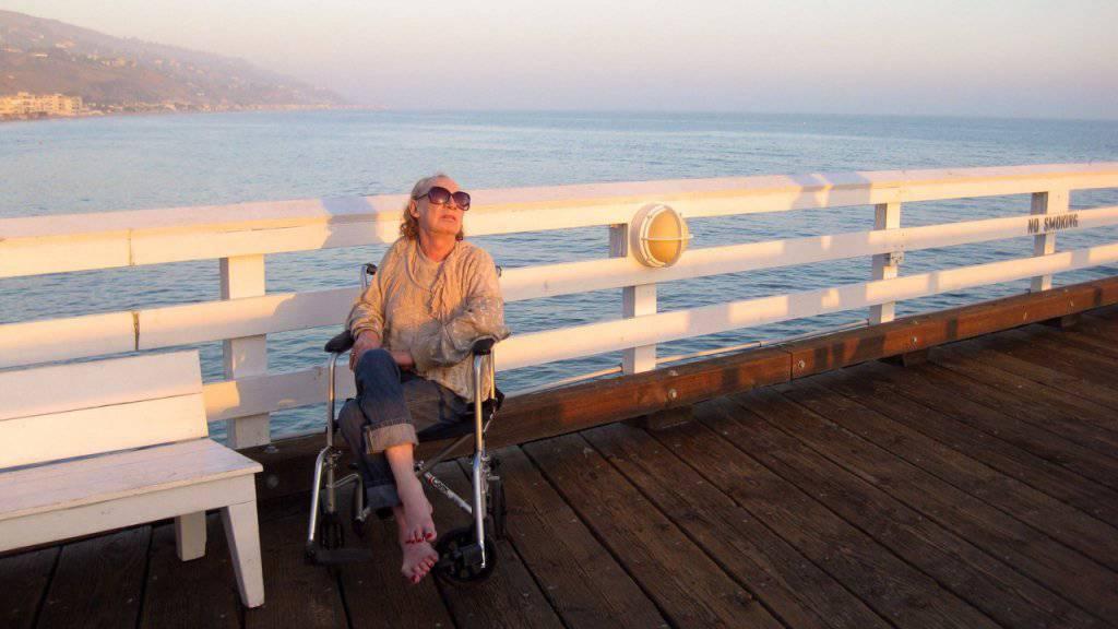 Holly Woodlawn geniesst auf diesem Bild aus dem Jahr 2012 die kalifornische Abendsonne - nun ist sie mit 69 Jahrengestorben. (Archiv)