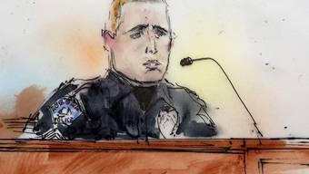 Zum Auftakt der Anhörung macht Polizist Jason Oviatt seine Zeugenaussage