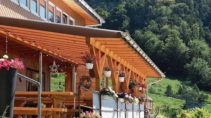 Das Bergrestaurant Schauenburg liegt auf der Südseite der Hasenmatt, mit Aussicht auf die Alpen.