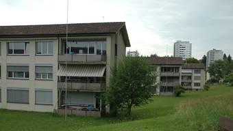 Die Genossenschafts-Blöcke stehen neben den Goldern-Hochhäusern.