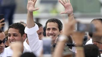 """Venezuelas selbst ernannter Übergangspräsident Juan Guaidó ist am Freitag auf dem Benefizkonzert """"Venezuela Aid Live"""" in der kolumbianischen Grenzstadt Cúcuta erschienen."""