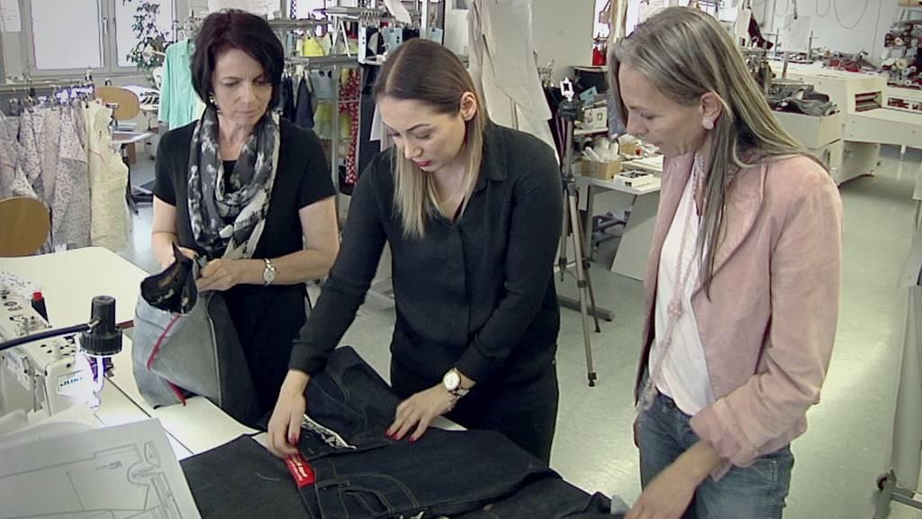 Madeleine Schuhmacher (rechts) verkauft mit ihrem Partner Jeans für fast 3000 Franken.