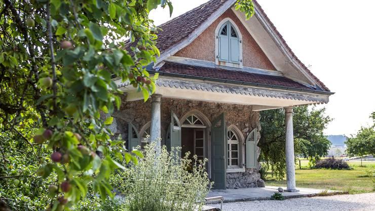 Inmitten der Henzihof-Hostet steht es: Das Bijou des Lusthäuschens, von den Quartierbewohnern seit vier Jahren aufgefrischt, wiedererweckt und ins Herz geschlossen.
