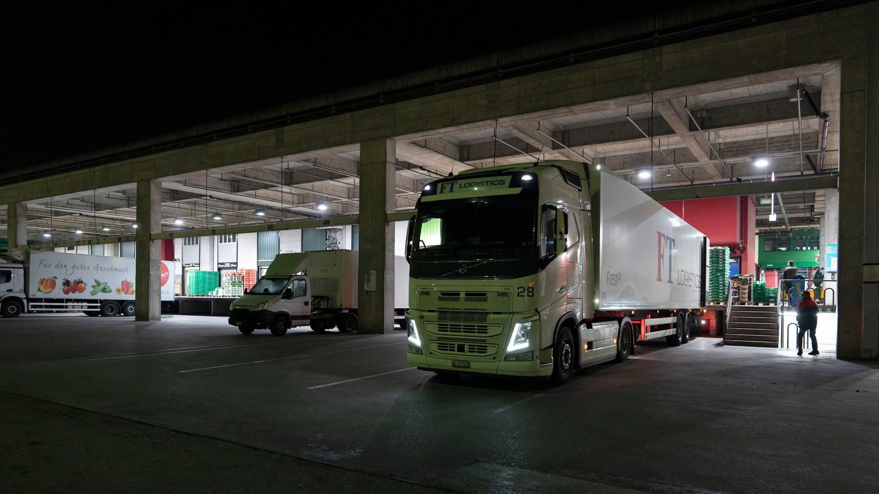 Undankbare Lage: Obwohl sie die Versorgung aufrechterhalten, gibt es für LKW-Fahrer kaum noch Verpflegungs- und Hygienemöglichkeiten.