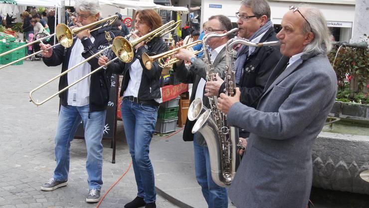Die Blasmusik-Kleinformation SALZ & PFÄFFER interpretiert den amerikanischen Oldie KEEP ON RUNNING