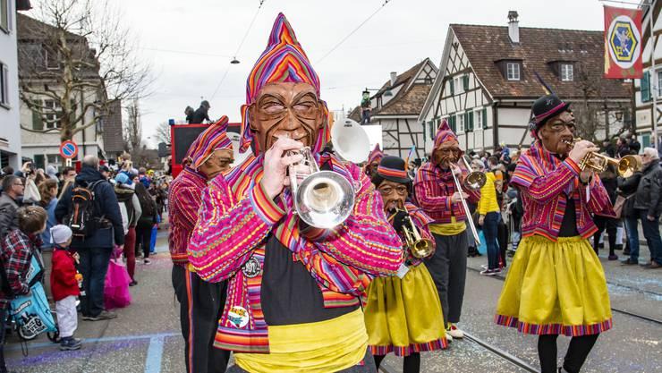 Fasnacht Umzug Allschwil 2019: Guggenmusik Mühlibach Stenzer bringen südamerikanisches Flair nach Allschwil.