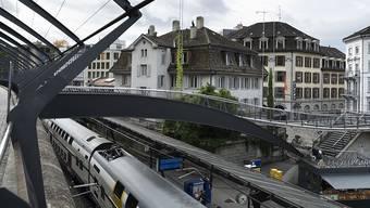 Ein Beispiel dafür, wie mit einem Bauprojekt viel Mehrwert erzielt wird: Beim Bahnhof Stadelhofen wird Architekt Santiago Calatrava das «Haus zum Falken» bauen. Das bisherige Haus mit dem «Café Mandarin» wird abgerissen. (Archivbild)