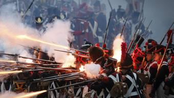 Feurige Angelegenheit: Laienschauspieler stellen die Schlacht von Waterloo nach