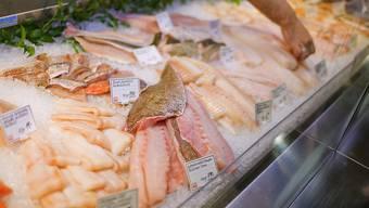 Meeresfische, die auf Schweizer Teller kommen, müssen künftig von rechtmässiger Herkunft sein. Mit einer neuen Verordnung will die Schweiz einen Beitrag zur nachhaltigen Nutzung der Fischbestände beitragen. (Sybolbild)