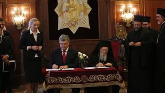 Der ukrainische Präsident Petro Poroschenko und der Patriarch von Konstantinopel, Bartolomaios, wollen bei der Einrichtung der neuen Kirche zusammenarbeiten.