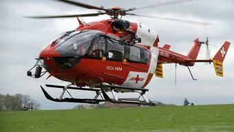 Mit der Rega wurden die schwer verletzten Personen ins Spital geflogen.