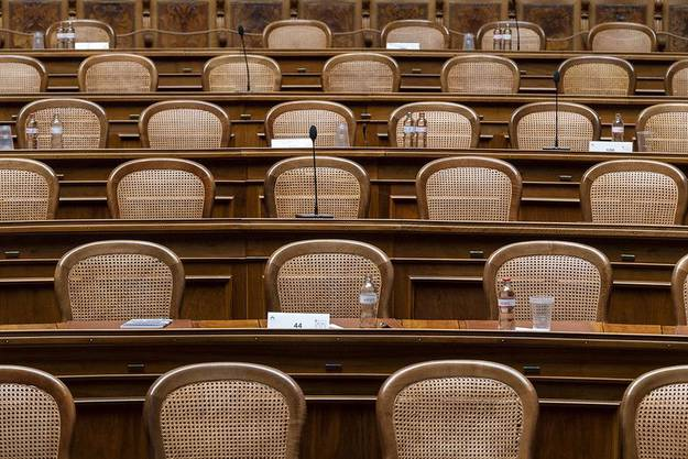 So eng ist es im Nationalratssaal. Plexiglaswände könnten Abhilfe schaffen.