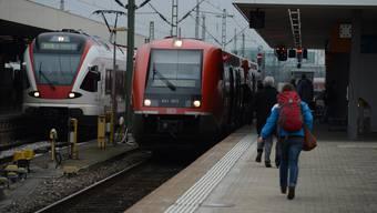 Konkurrenten: SBB Deutschland (links) und DB Regio im Badischen Bahnhof.
