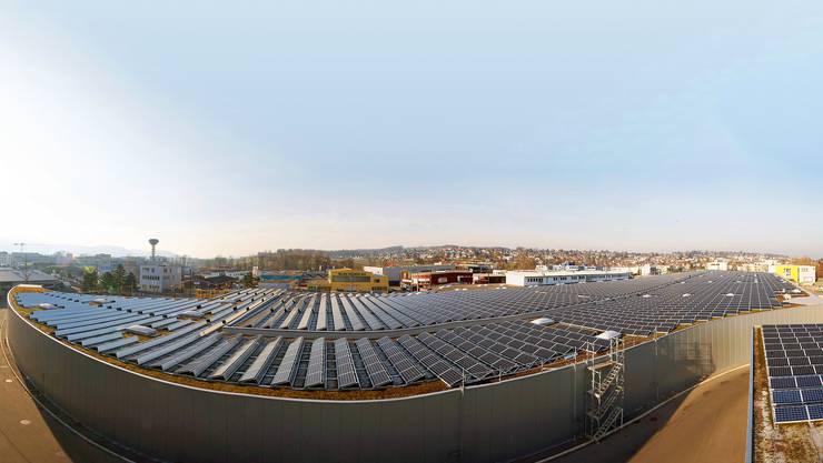 Lange konnte das Sonnenkraftwerk auf dem Dach des BLT-Tramdepots in Oberwil mit 1170 Kilowatt Peak seinen Baselbieter Spitzenplatz nicht halten und wurde von der Anlage auf dem Birs Terminal übertroffen.