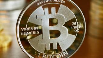 Bitcoin ist die bekannteste und gemessen am Handelsvolumen wichtigste Cyberwährung. Nun hat sie erstmals die Marke von 5000 Dollar durchbrochen.