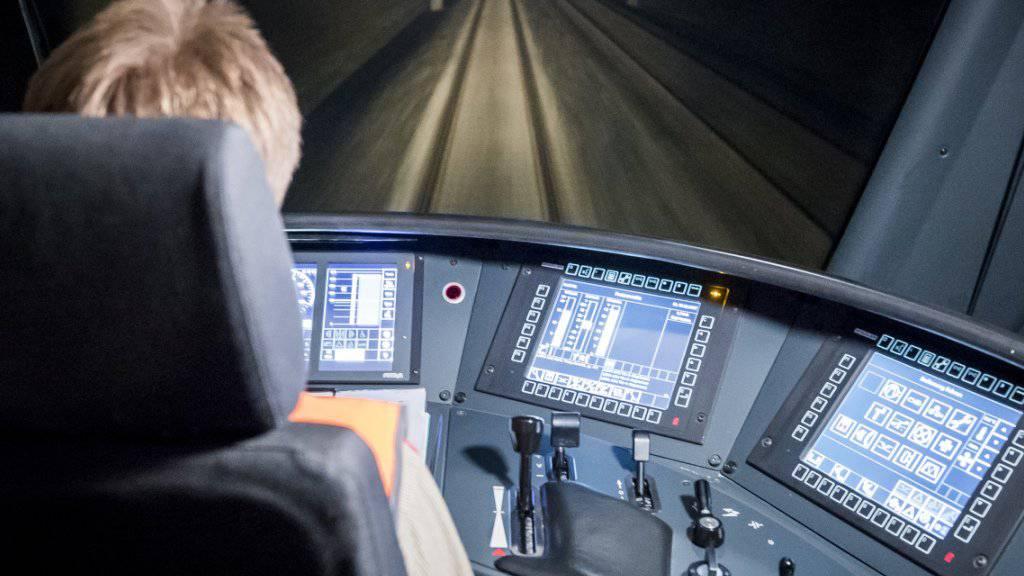 Eine Fahrt in einem Schnellzug zwischen Bern und Olten. Die SBB sind überzeugt, dass der Beruf des Lokführers auch in Zeiten der Automatisierung Zukunft haben wird.