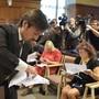 Medienvertreter warten auf das Gerichtsurteil für den US-Rapper Asap Rocky.