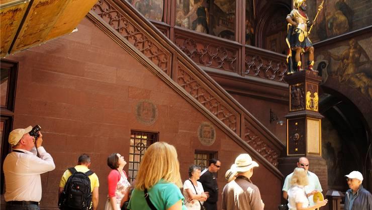 Basel Tourismus hofft auf viele Stadtbotschafter, die Touristen wohlwissend zur Seite stehen.