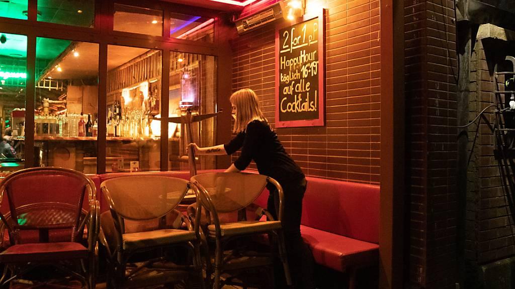 In Solothurner Bars gilt ab Donnerstag jeweils in der Nacht auf Samstag und Sonntag eine Sperrstunde. (Symbolbild)