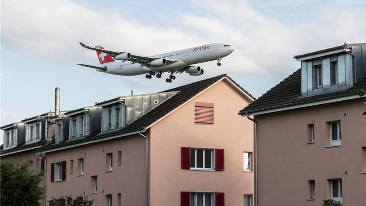 Tagsüber gelten trotz der angeordneten Massnahme keine Einschränkungen für den Flugverkehr in Kloten.