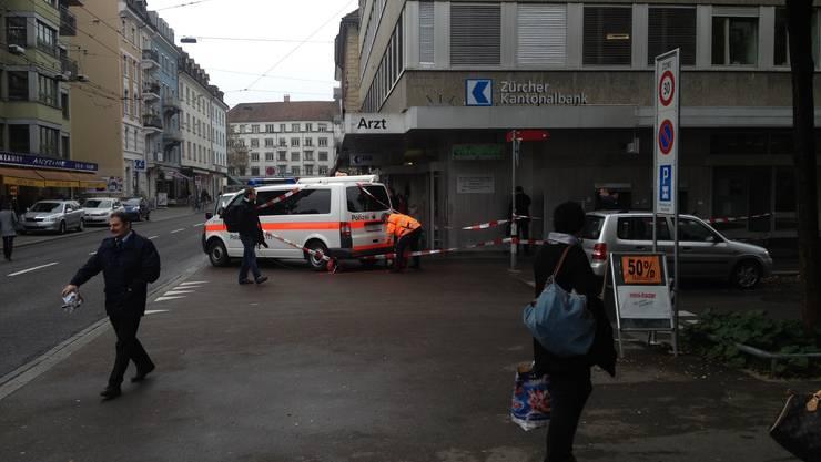 Am 24. Oktober 2013 wird an der Langstrasse in Zürich eine Filiale der Zürcher Kantonalbank überfallen.