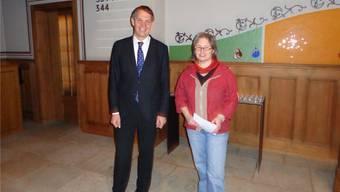 Pfarrer Donald Hasler und Innenarchitektin Chantal Kauer moderierten die Vernissage.