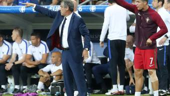 Portugals Trainer Fernando Santos (links) verlängerte bis 2020