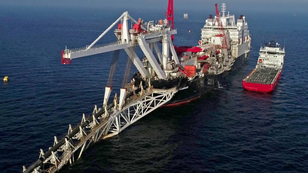 Das Verlegeschiff «Audacia» des Offshore-Dienstleisters Allseas mit Sitz in der Schweiz verlegt in der Ostsee vor der Insel Rügen Rohre für die Gaspipeline Nord Stream 2. (Archivbild)