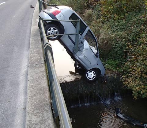 Wieso sie die Kontrolle über den Wagen verlor, war am Sonntag nicht bekannt.