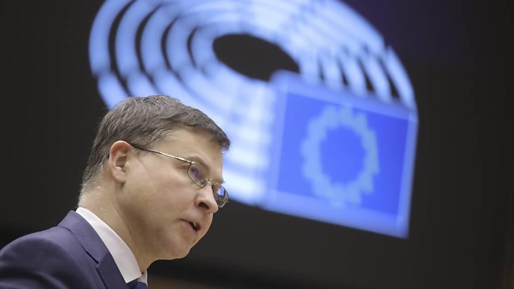 EU-Kommissionsvize  Valdis Dombrovskis hat die EU-Staaten ermahnt, nun den EU-Beschluss so schnell wie möglich in ihren nationalen Parlamenten zu ratifizieren.
