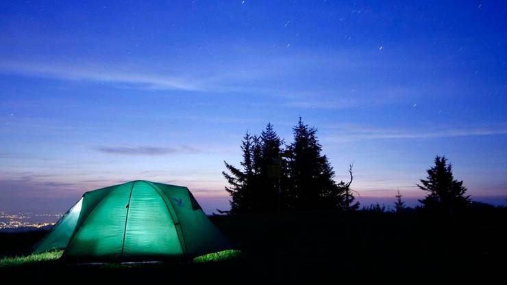 Warum nicht mal wieder draussen übernachten? Das macht Spass und die Lufttemperatur ist vermutlich tiefer als in Ihrem Schlafzimmer.