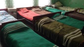Bezirksspital in Sumy: provisorische Betten, miese sanitäre Einrichtungen und viel zu wenig Medikamente.
