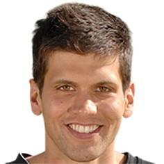 War von 2004 bis 2005 beim FCB unter Vertrag, der Student gewann in dieser Zeit einen Preis mit einer seiner Kurzgeschichten.