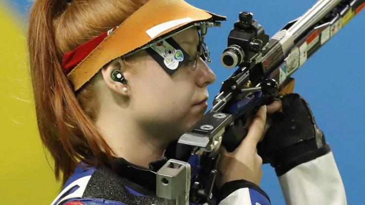 Nina Christen mit dem Kleinkaliber-Gewehr (Archivbild)