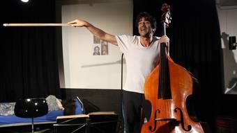 Spielt mit der Sprache wie der Musiker mit dem Instrument: Jens Wachholz.
