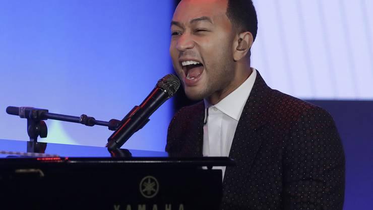 Der Sänger John Legend geht mit der Musikbranche hart ins Gericht: Im Fall von R. Kelly, der wegen sexuellem Missbrauch angeklagt ist, habe man zu lange weggesehen. (Archivbild)