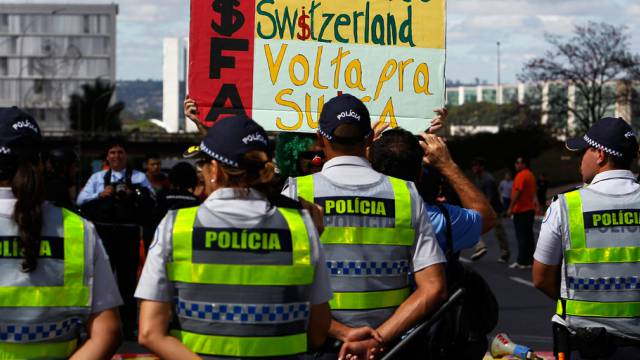 Kleiner Protestaufmarsch vor dem Schweiz-Spiel in Brasília