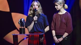 Zwei Aktivistinnen von Fridays for Future Schweden nahmen in Stockholm anstelle von Greta Thunberg den Alternativen Nobelpreis entgegen.