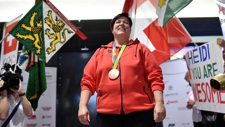Sorgte für eine Überraschung: Olympia-Bronzemedaillengewinnerin Heidi Diethelm Gerber bei der Ankunft in der Schweiz.