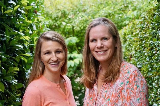 Nadia Moser (links) zusammen mit ihrer Geschäftspartnerin Birte Büchsenstein.