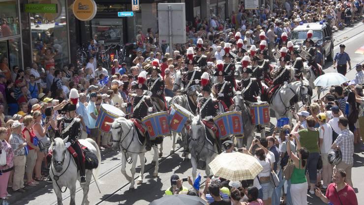 Die Mounted Fanfare Band aus Italien an der Basel Tattoo Parade