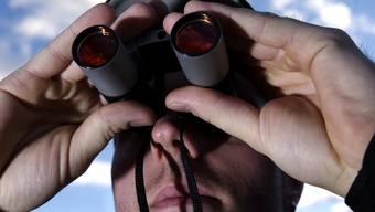 Auflauern, ausspionieren, nachstellen: Die Gesetzgeber nehmen Stalker ins Visier. (Themenbild)