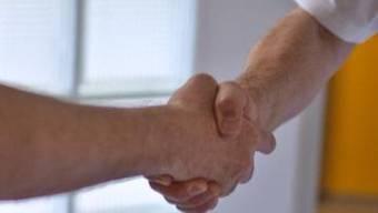 Zwei muslimische Schüler verweigerten einer Lehrerin den Handschlag. (Symbolbild)