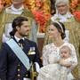 Prinz Carl Philip und seine Sofia bei der Taufe ihres erstgeborenen Sohnes Alexander 2016: Dessen kleiner Bruder, Prinz Gabriel, wird am 1. Dezember in demselben Kleid getauft werden.
