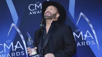 """Garth Brooks sammelt """"Entertainer des Jahres""""-Awards: Der Country-Musiker hat den Preis in dieser Sparte an der diesjährigen CMA-Preisverleihung zum sechsten Mal gewonnen."""