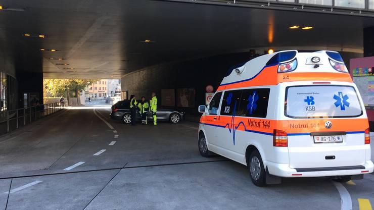 Gegen 16 Uhr gibt die Polizei den Schlossbergplatz wieder frei.
