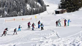 Eine von vielen: Die Primarschule Sins im Schneesportlager.